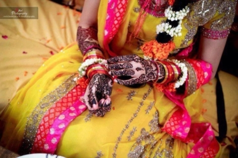 Beautiful Mehndi designs on bridal hands